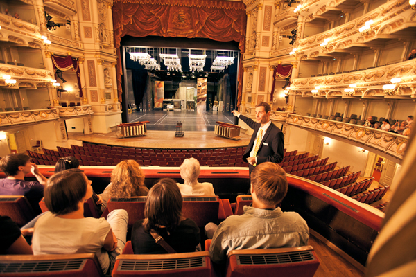 Guided tour through the Semperoper